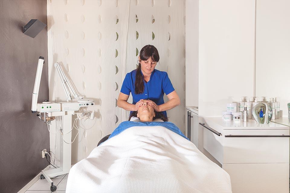 Gezichts massage bij Van Iersel Wellness&Beauty Oosterhout